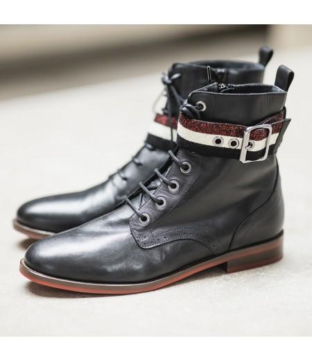 AH // Boots Eve Noires