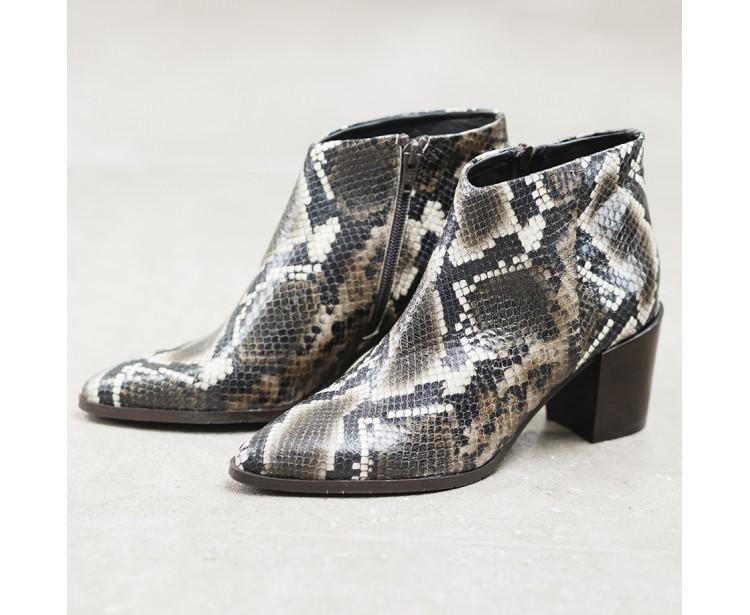 Boots Lou Python